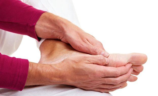 chân tay tê mỏi